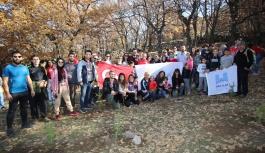 Doğaseverler Atatürk anısına fidan dikti