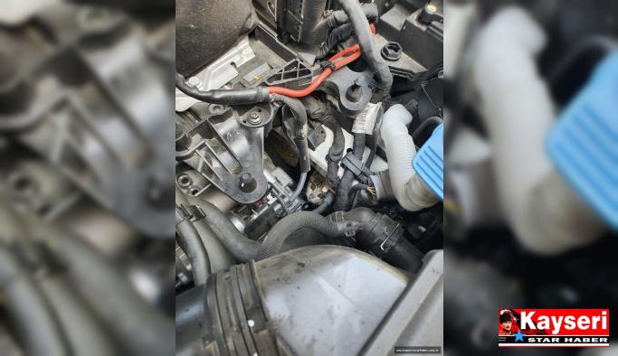 Otomobilin Motor Kısmına Sıkışan Yavru Kediyi İtfaiye Kurtardı