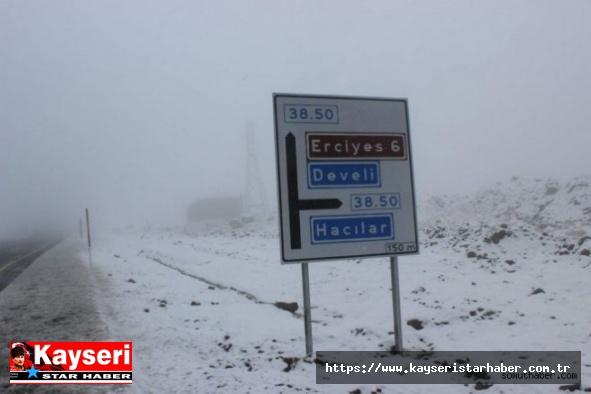 Erciyes'e Yağan Kar Turizmcileri Sevindirdi