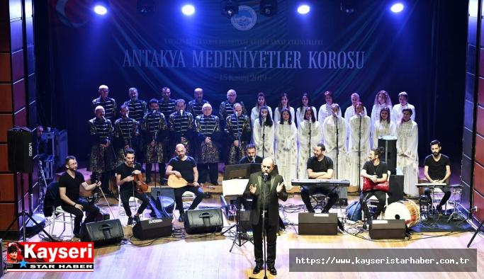 Kayseri'ye gelen Koronun konseri büyük ilgi gördü