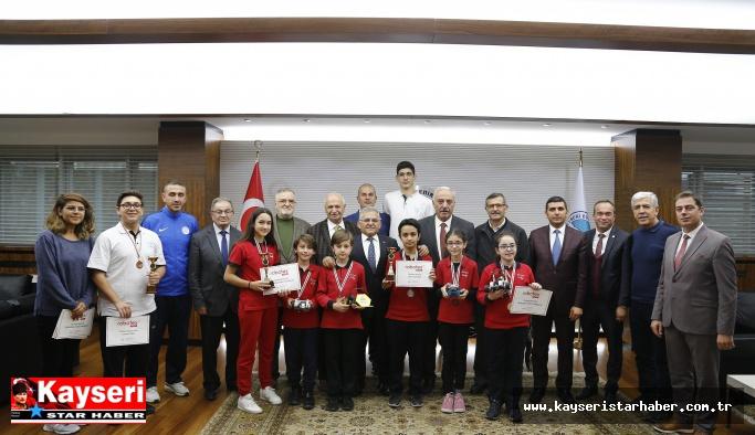 Şampiyon öğrenciler Büyükşehir'de