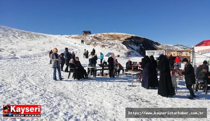 Erciyes'te ziyaretçi yoğunluğu başladı