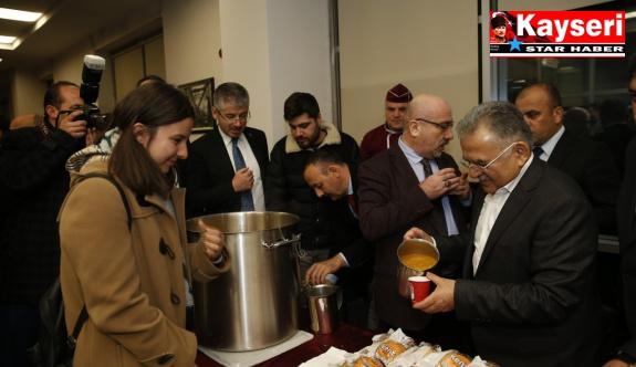 Başkan'dan öğrencilere çorba ikramı, sürpriz ziyaret