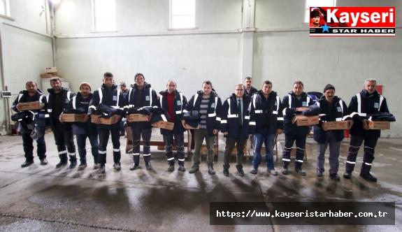 Hacılar Belediyesi Kışlık Kıyafet Dağıttı