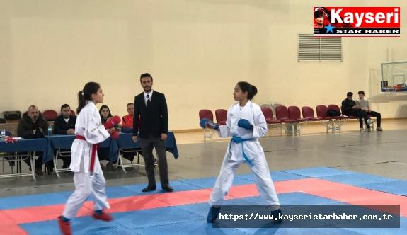 Karate müsabakaları nefes kesti