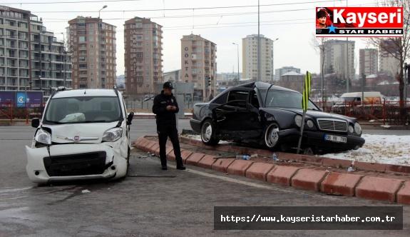 Otomobil ile Ticari Araç Çarpıştı: 9 Yaralı