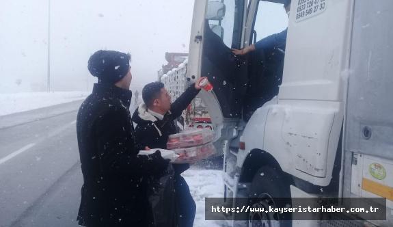 Büyükşehir'den yolda kalanlara destek