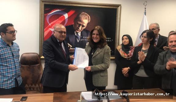 CHP İl Başkanı Özer mazbatasını aldı