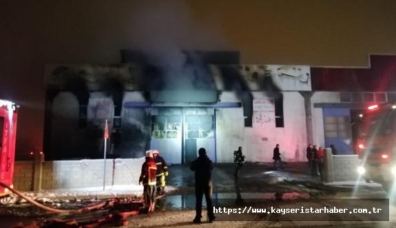 Yangın çıkan fabrika kullanılamaz hale geldi