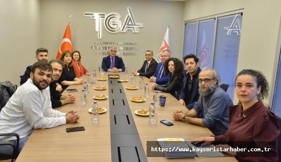 Bakan Ersoy, özel tiyatroların temsilcileri ile buluştu
