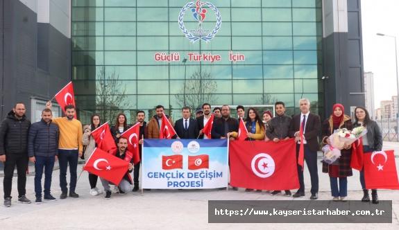 Tunuslu gençler Türk kültürünü tanıyor