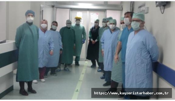 17 gün cihaza bağlı kalan hasta, servise çıktı