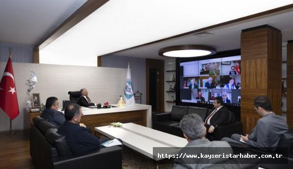 Büyükkılıç, Çevre ve Şehircilik Bakanı Kurum ve Bakanlık bürokratlarıyla telekonferansla görüştü