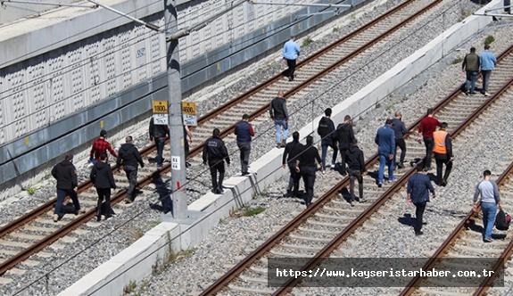 'Çantamda bomba var' diyerek tren raylarına oturan şahısla ilgili yeni gelişmeler ortaya çıktı!