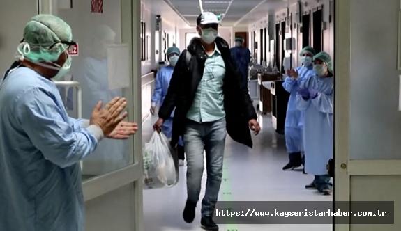 Erciyes Üniversitesi Tıp Fakültesi Hastanelerinden Covid-19'lu Bir Hasta Daha Taburcu Edildi