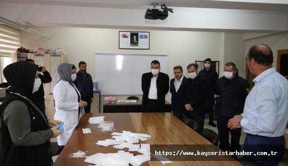 Hacılar'da maske üretimi devam ediyor