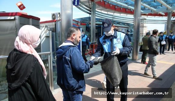 KAYMEK, kadın eğitmenleri ile günde 7 bin adet maske üretip Kayserililerin kullanımına sunuyor
