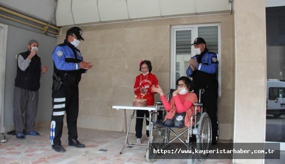 Kayseri Emniyet Müdürlüğünden Engelli Çocuklara Sürpriz Ziyaret