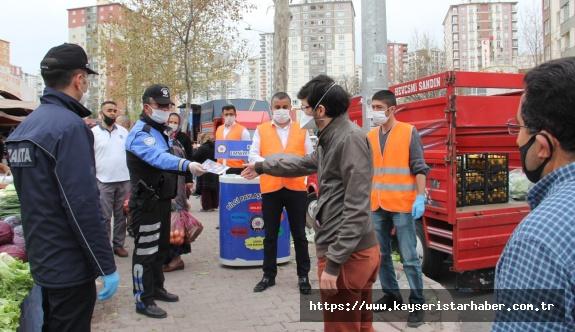 Kayseri Emniyeti ve Talas Belediyesinden Pazar Yerinde Maske Dağıtımı