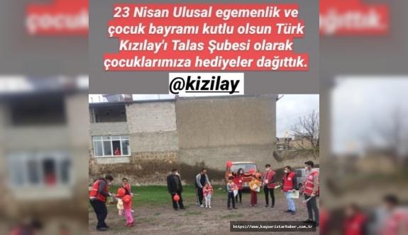 Kızılay'dan çocuklara hediye, küçük Metehan'dan Kızılay'a kumbarasındaki para ile destek