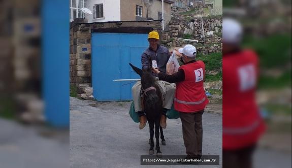 Kızılay gönüllüleri, Talas'ın mahallelerinde ihtiyaçları ulaştırdı