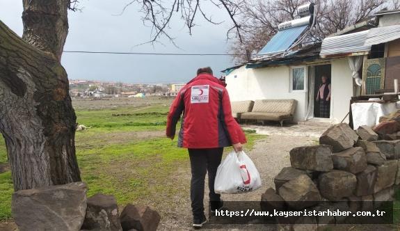Kızılay'dan, risk grubunda ve ihtiyacı olanlara erzak yardımı
