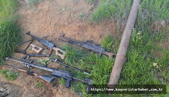Komandolarımız PKK'ya Ait  silah ve mühimmat ele geçirdi