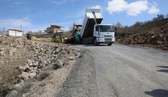 Melikgazi'de asfalt atağı sürüyor