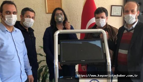 Meslek Lisesi, sağlıkçıların sağlığı için: Laringoskop üretti
