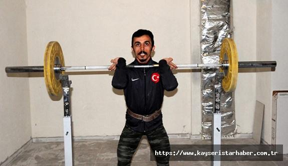 (ÖZEL) Milli halterci Tokyo olimpiyatlarına sığınakta hazırlanıyor