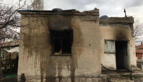Müstakil ev yandı