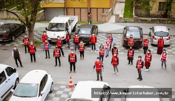 Türk Kızılay Kayseri gönüllüleri pide dağıttı