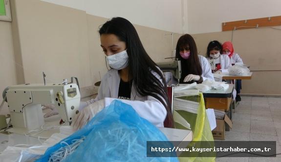 LGS'ye girecek öğrencilerin maskeleri arkadaşları tarafından hazırlanıyor
