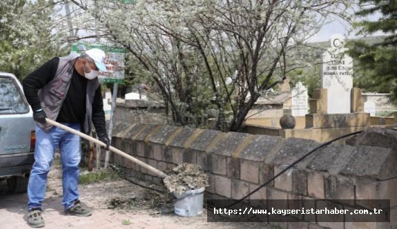 Melikgazi'de mezarlıklara bakım ve onarım