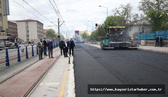 Sokağa çıkma kısıtlamasında devam eden asfalt çalışmaları