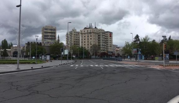 Sokaklar ve caddeler yine boş kaldı