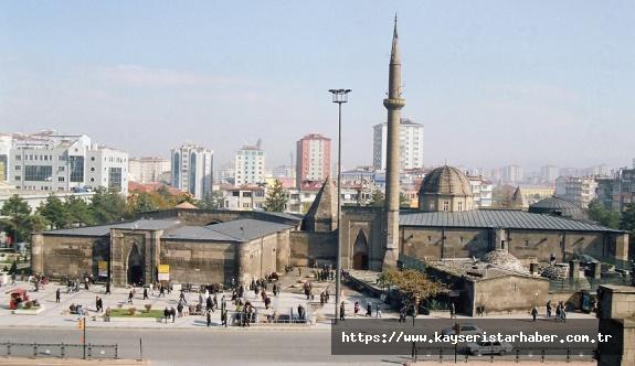 Kayseri genelinde Cuma namazı kılınacak camiler ve diğer alanların tam listesi