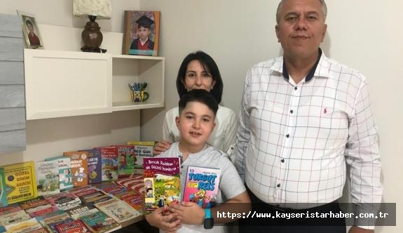 """- 8 yaşındaki Ahmet Yasin Batır:""""Kitap okurken maceralara dalıyorum"""""""
