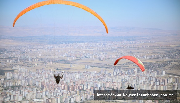 Ali Dağı'nda yamaç paraşütü heyecanı