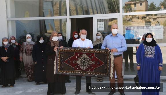 Başkan Öztürk Yahyalı el halısı dokuma kursunu ziyaret etti