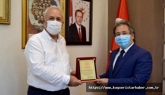 Eczacı Osman Küçükçakmak Sağlık Müdürlüğü'nden emekli oldu