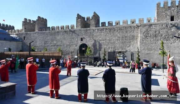 Hafta içi her gün Kayseri Kalesi'nde mehter gösteri düzenlenecek.