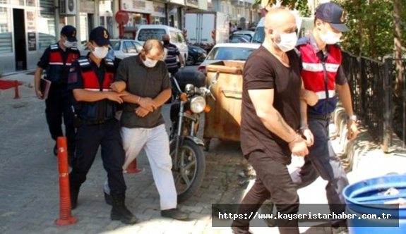 Kaçak silah ticareti yapan imam, suçüstü yakalandı