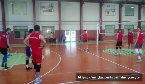 Melikgazi Voleybol takımı antrenmanlarına devam ediyor