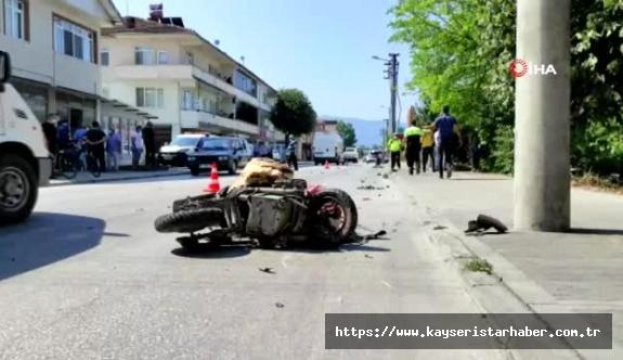 Otomobille elektrikli bisikletin çarpışması sonucu biri çocuk iki kişi hayatını kaybetti