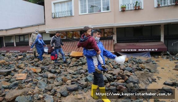Sel felaketi: Bir asker şehit, 5 vatandaş hayatını kaybetti