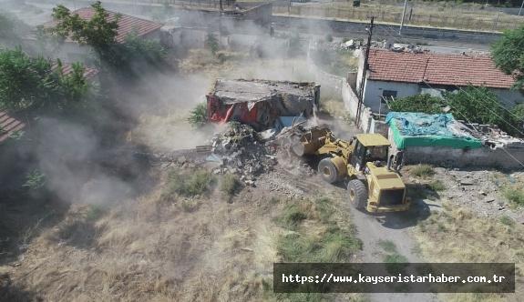 Yunus Emre'de köhne yapılar birer birer yıkılıyor