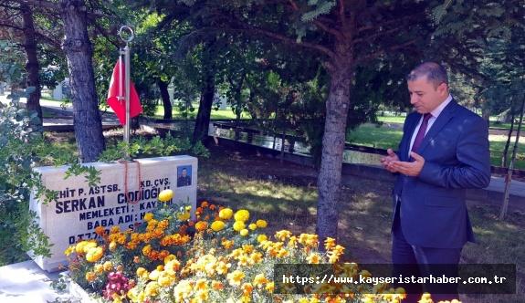 Ülkü Ocakları Başkanı Çelik, ilk ziyaretini Kayseri'nin ilk Ülkücü şehidinin kabrine yaptı