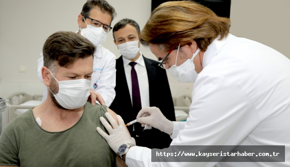 Erciyes Üniversitesi'nde Covid-19'a Karşı Geliştirilen Aşı Adayının 2'inci Dozu Yapıldı