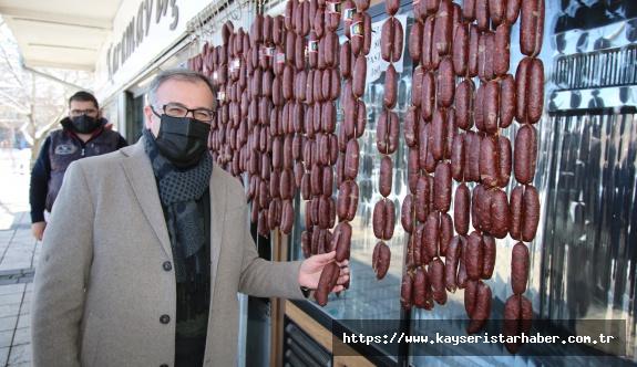 Hacılar Belediye Başkanı Bilal Özdoğan ilçe esnafını ve vatandaşları ziyaret ederek, hasbihal etti.